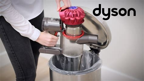 Dyson V7™ cord-free vacuums - Emptying the clear bin (UK