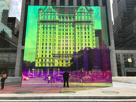 NYC's 5th Ave Apple Store Reveals Rainbow Cube After