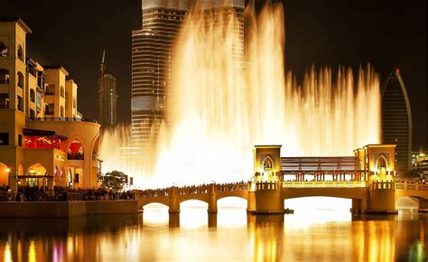 How to admire the singing fountain in Dubai