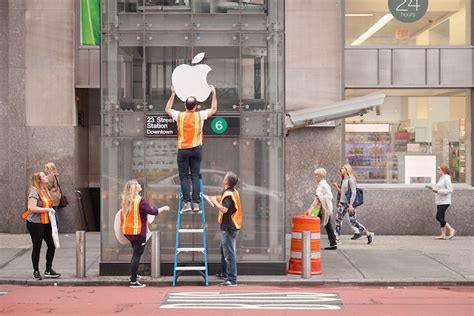 Improv Everywhere Creates Fake Apple Store Out of NYC's