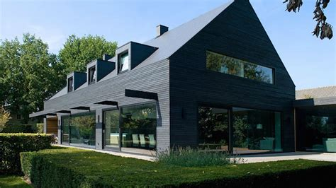 1960s Dutch House Went to the Dark Side and It's Glorious