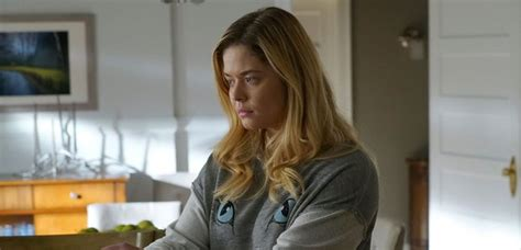 This New Pretty Little Liars Fan Theory About Ali Being A