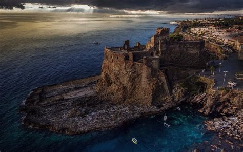 Download wallpapers Castello Normanno, old fortress, fort