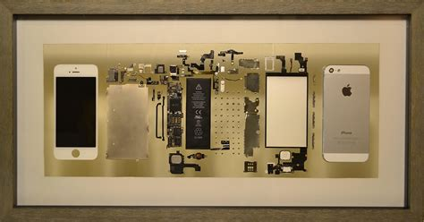 Guy Turns His Old iPhone into Deconstructed Tech Art