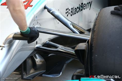 Mercedes AMG F1 W05 front suspension detail - Photo