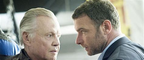 Review Ray Donovan 1x01: The Bag or the Bat - Vater unser