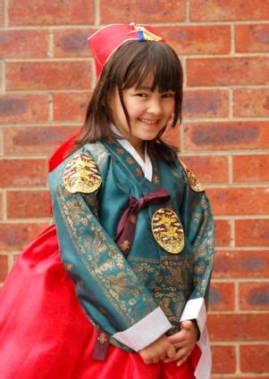 National Costumes of the World Gallery | LoveToKnow